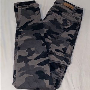 Camo mid rise garage skinny jeans